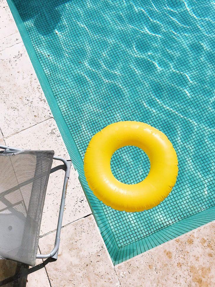 Entretien de la piscine dans une maison