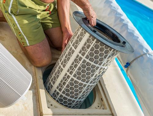 Nettoyer les filtres de la piscine